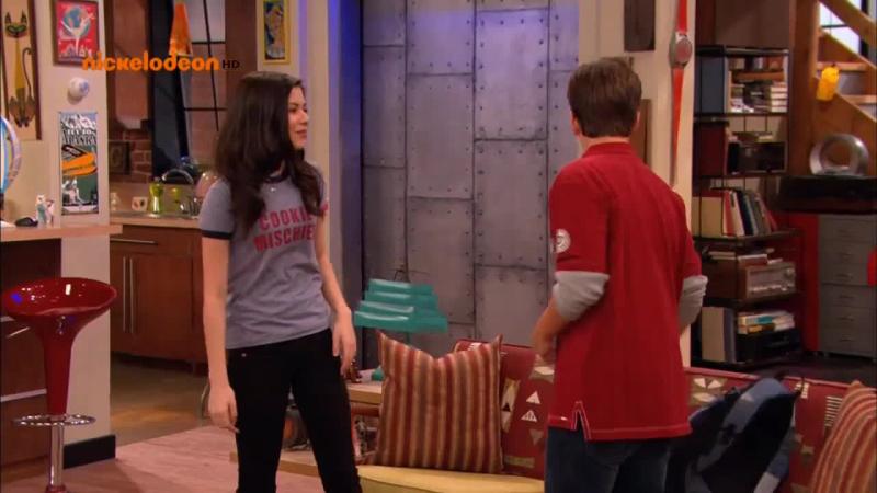 Carly. Zakaz wstępu. Carly zakazuje T-Bo wstępu do mieszkania.